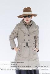 เสื้อกันหนาวตัวยาว มีหมวก บนปกคอเสื้อ เป็นตารางกำมะหยี่ มีเข็มขัด